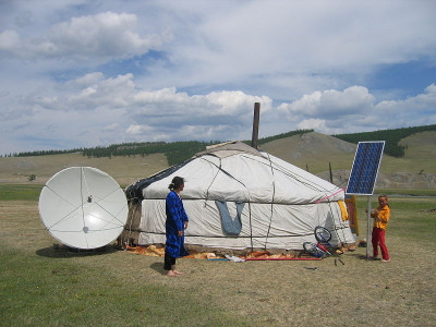 800pxyurt_with_a_satellite_dish_and