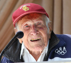 Louis_zamperini_at_announcement_of_