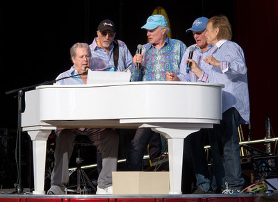 1024pxthe_beach_boys_may_29_2012